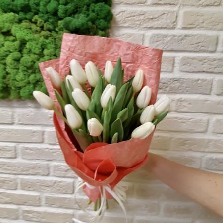 Букет из 15 Белых Тюльпанов