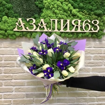 Букет из тюльпанов ирисов и эвкалипта