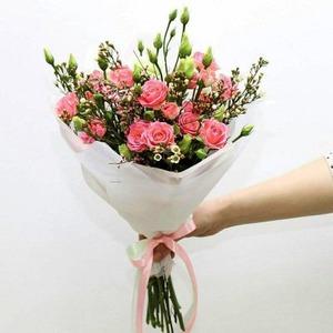 Большие и маленькие букеты цветов